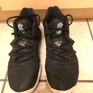 Kyrie 5 Black Magic Size6Y